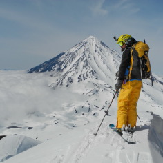 Камчатка, на заднем плане вулкан Корякский